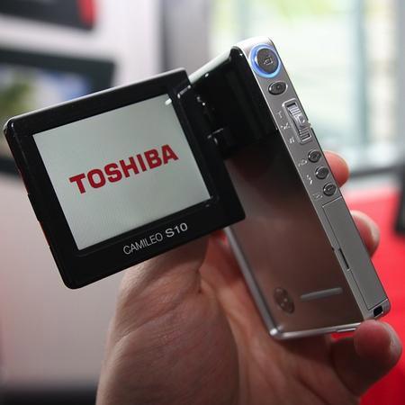 toshiba-camileo-s10-1080p-2